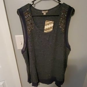 Womens tank top 2x , grey with studs on the should